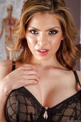 Latina Babe Yurizan Beltran