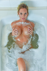 Janelle - Sexy Soaking