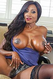 Huge Boobed Ebony Milf Diamond Jackson Gets Nude