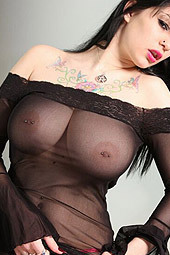 Jennique Pain Shows Her Big Boobs