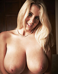 Sexy Rockell Starbux Expose Her Huge Natural Racks
