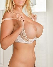 Nikki Hot Milf