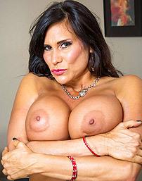 Busty Latina Milf Sheila Marie