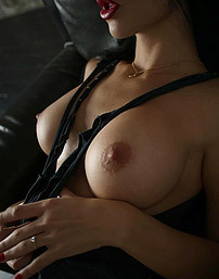 Yana Q Busty Raven Slut